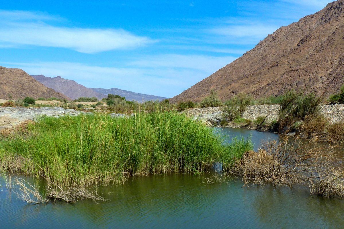Der Oranje, der Grenzfluss zwischen Namibia und Südafrika, läuft mitten durch den Ai-Ais/Richtersveld Nationalpark hindurch - © FRASHO / franks-travelbox