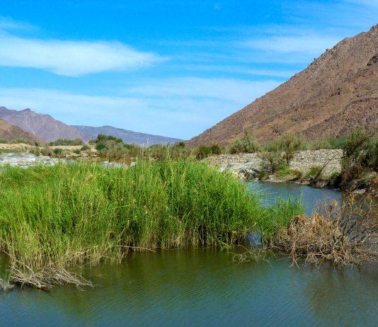 Der Oranje, der Grenzfluss zwischen Namibia und Südafrika, läuft mitten durch den Ai-Ais/Richtersveld Nationalpark hindurch - © FRASHO / franks-travelbox