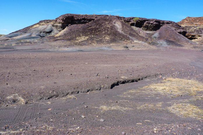 Der verbrannte Berg im Damaraland nahe Twyfelfontein entstand vor 80 Millionen Jahren und gilt als Nationaldenkmal von Namibia - © FRASHO / franks-travelbox