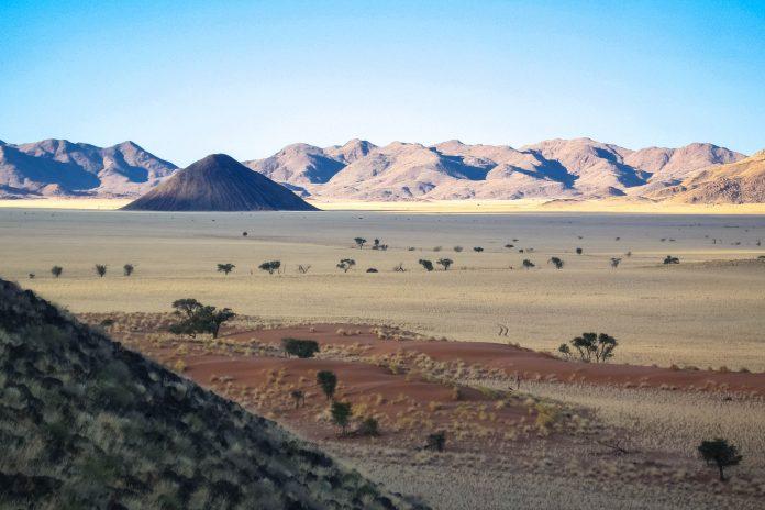 Die Landschaft im Namib-Naukluft-Nationalpark ist extrem vielseitig und beeindruckt den Besucher immer wieder aufs Neue, Namibia - © FRASHO / franks-travelbox