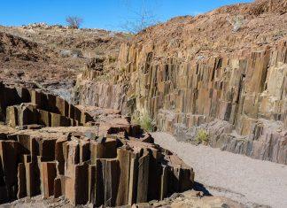 Die steinernen Orgelpfeifen im Norden von Namibia eignen sich hervorragend als kurzer Zwischenstopp zwischen Twyfelfontein und Khorixas - © FRASHO / franks-travelbox