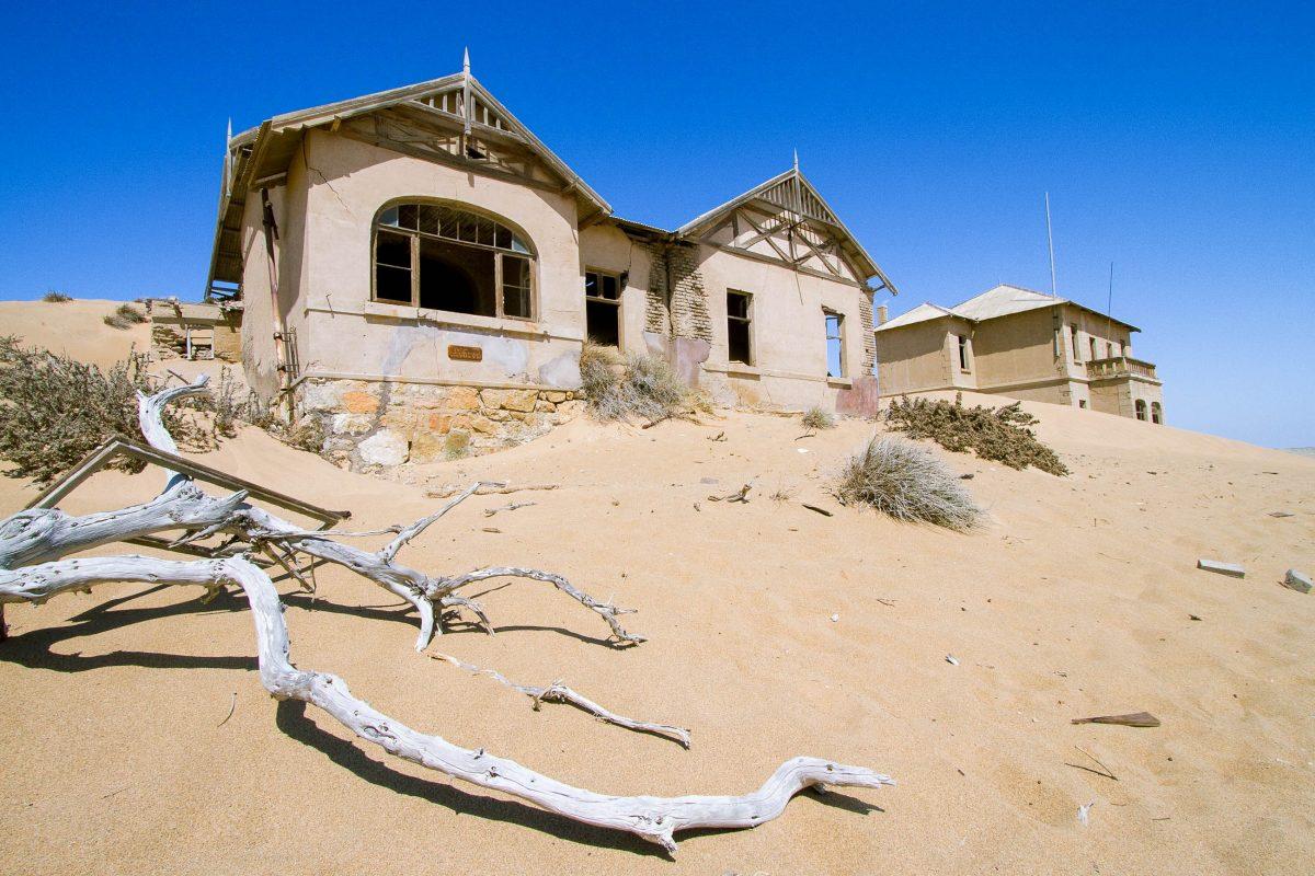 Die Geisterstadt Kolmanskop galt, auch aufgrund der nur 400 Einwohner, einst als reichste Stadt Afrikas, Namibia - © Tania Steyn / Shutterstock