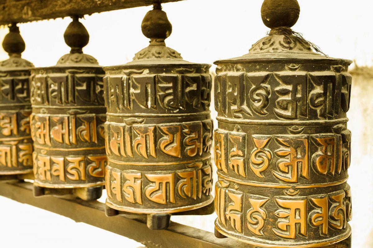 Gebetsräder im Goldenen Tempel von Patan, Nepal - © Sirko Hartmann / Shutterstock