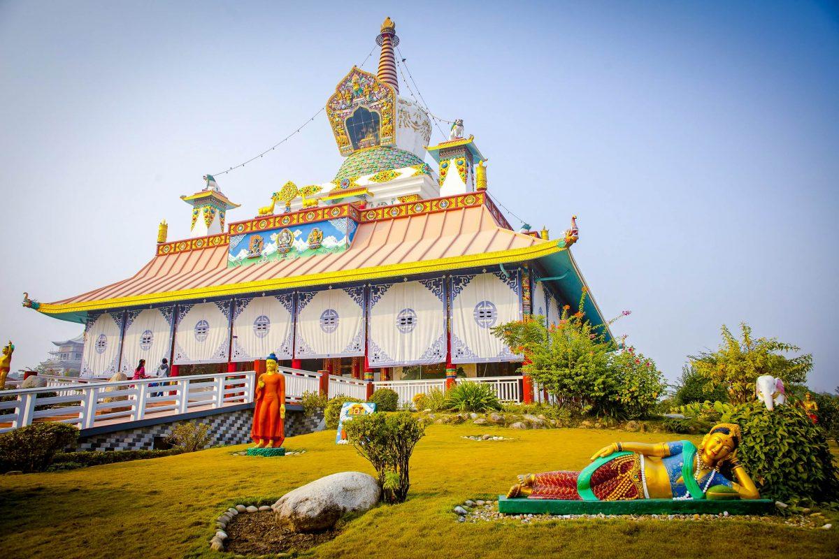 Auch Deutschland ließ in der heiligen Stadt Lumbini in Nepal einen Tempel errichten - © Alexandra Lande / Shutterstock