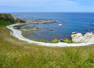 Aufgrund der landschaftlichen Gegebenheiten der Kaikoura Halbinsel gestaltet sich ein Spaziergang über den Kaikoura Peninsula Walkway besonders spektakulär, Neuseeland - © FRASHO / franks-travelbox