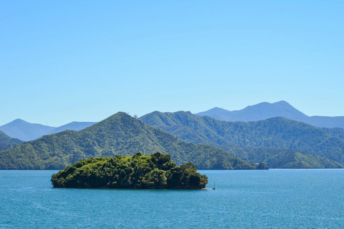 Der 35km lange Queen Charlotte Drive hält zwei Badebuchten und traumhafte Ausblicke über die Marlborough Sounds bereit, Neuseeland - © FRASHO / franks-travelbox