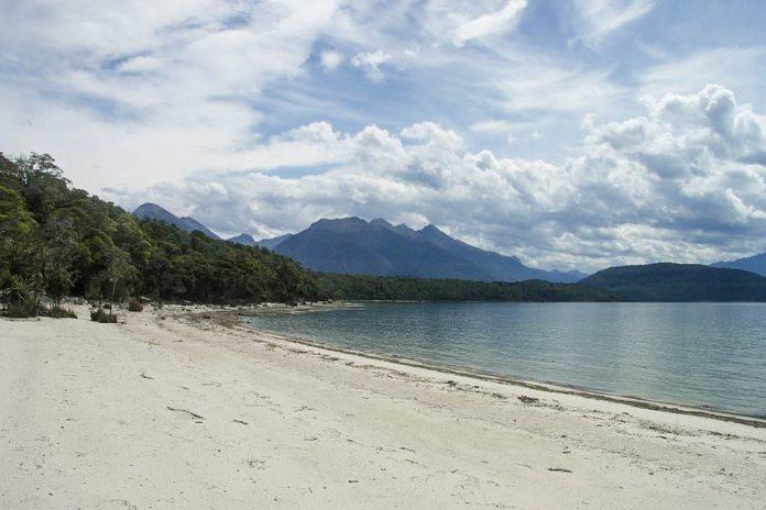 Der Lake Manapouri auf der Südinsel wird oft als schönster See Neuseelands bezeichnet - © Lutz Maertens CC BY-SA3.0/Wiki