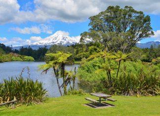 Der Mount Taranaki in Neuseeland eignet sich perfekt zum Bergsteigen, Skifahren, Trekken, Wandern oder einfach nur als einmaliges Postkartenmotiv - © FRASHO / franks-travelbox