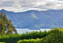 Die malerischen Hafenstädte und einsamen Buchten der Banks Peninsula können am besten auf dem Banks Peninsula Track erkundet werden, Neuseeland - © FRASHO / franks-travelbox