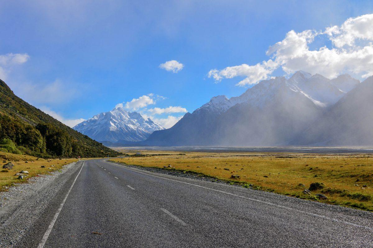 Die Tasman Valley Road führt durch das traumhafte Tasman Glacier Valley bis zu einem Parkplatz, Neuseeland - © FRASHO / franks-travelbox