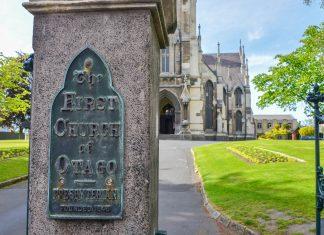Die First Church in Dunedin, Neuseeland, aus dem Jahr 1873 ist die älteste noch erhaltene Kirche der Otago-Region - © FRASHO / franks-travelbox
