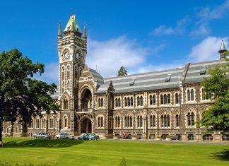 Die Universität von Dunedin wurde 1869 als erste Universität Neuseelands gegründet und ist auch heute noch die größte Uni des Landes - © Ulrich Lange CC BY-SA3.0/Wiki