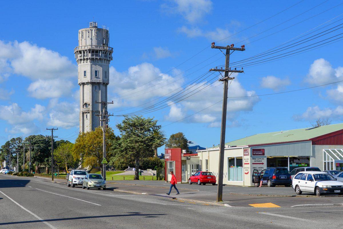 Der hübsche, 54m hohe Wasserturm aus dem Jahr 1914 ist das Wahrzeichen von Hawera, Neuseeland - © FRASHO / franks-travelbox