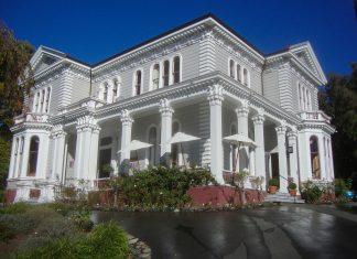 Das historische Melrose House in Nelson, Neuseeland, beherbergt heute ein schmuckes Café und ist ein beliebter Veranstaltungsort - © Schwede6 CC BY-SA3.0/Wiki