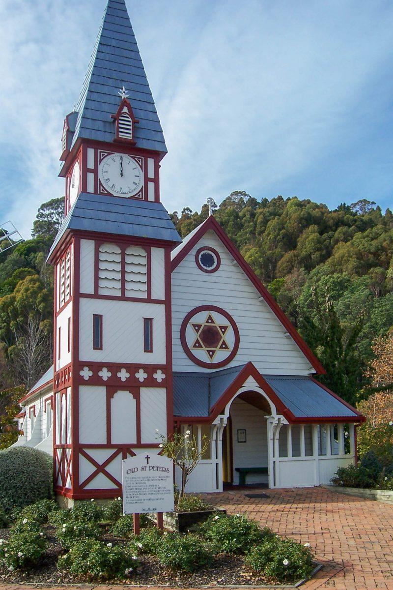 Die hübsche historische Peterskirche in Nelson, Neuseeland, ist unter den Kolonialhäusern im Founders Historical Park zu finden - © dws~11 CC BY-SA2.0/Wiki