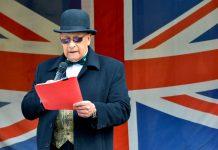 Eröffnungsrede der Victorian Heritage Celebrations in Oamaru, Neuseeland, vor der riesigen Union Jack - © FRASHO / franks-travelbox