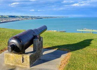Oamarus Sehenswürdigkeiten bestehen in einer riesigen Zwergpinguin-Kolonie mitten in der Stadt und prächtigen historischen Bauten, Neuseeland - © FRASHO / franks-travelbox