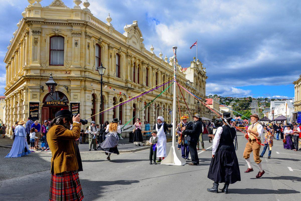Sogar aus Australien und Asien kommen Touristen nach Oamaru, Neuseeland, um an den Victorian Heritage Celebrations teilzunehmen - © FRASHO / franks-travelbox