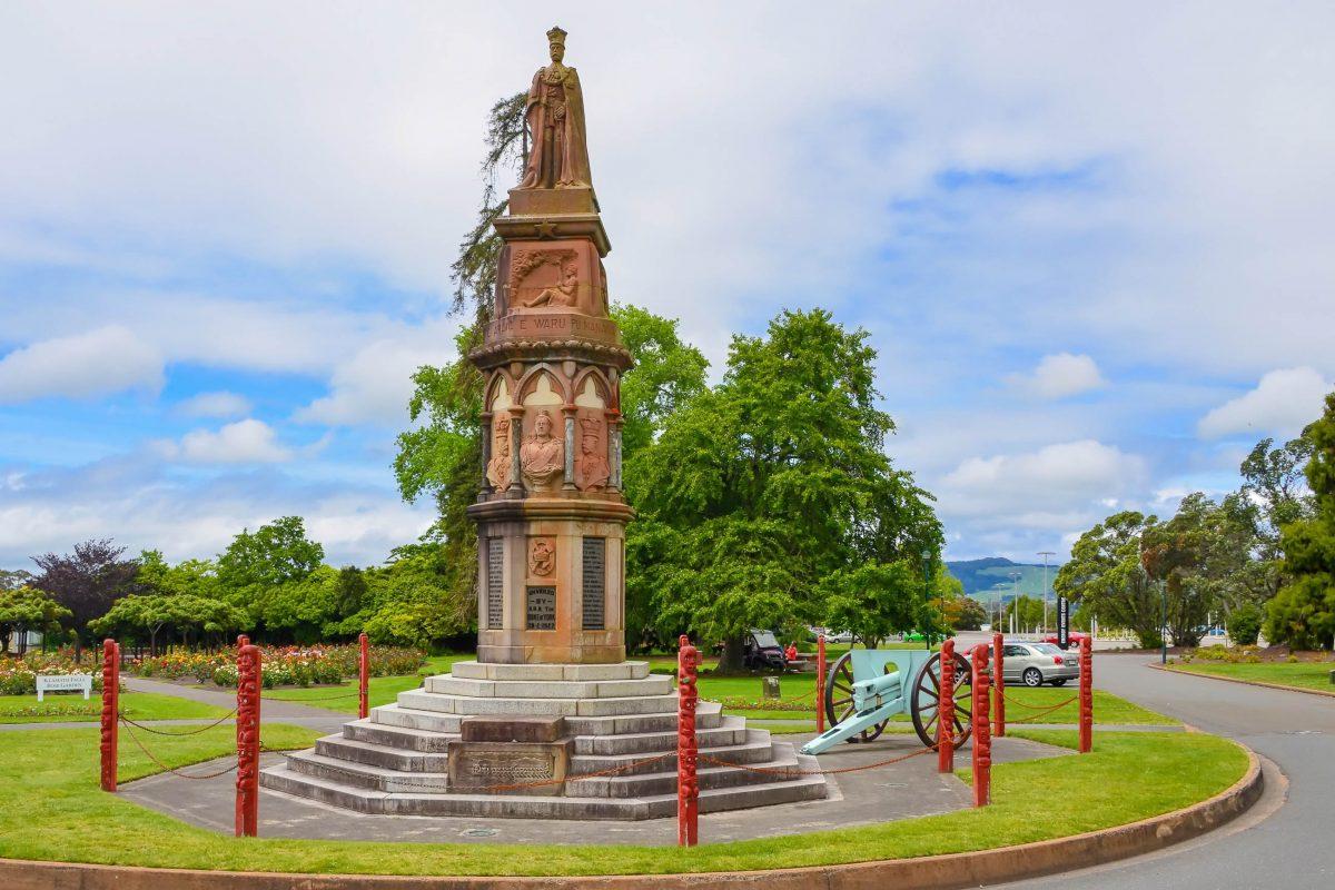 Das Te Arawa-War-Memorial in den Gärten von Rotorua erinnert an die Opfer des Ersten Weltkriegs, Neuseeland - © FRASHO / franks-travelbox