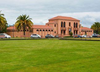 Der idyllische Kurort Rotorua am gleichnamigen See auf der Nordinsel von Neuseeland wurde 1830 von den Maori gegründet - © FRASHO / franks-travelbox