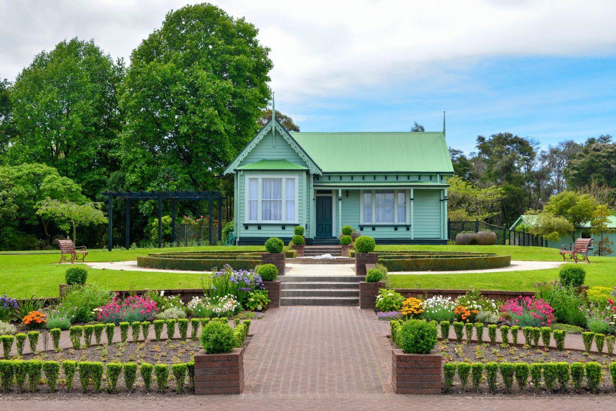 In den Government Gardens von Rotorua, Neuseeland, befindet sich unter anderem ein schmuckes Gartenhäuschen aus dem viktorianischen Zeitalter - © FRASHO / franks-travelbox