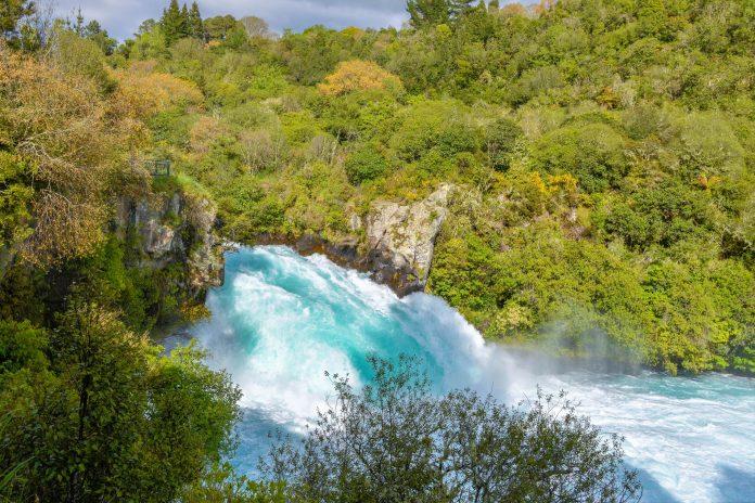 Die spektakulären Huka Falls in der Nähe des Lake Taupo gehören zu den meistbesuchten und am häufigsten fotografierten Sehenswürdigkeiten Neuseelands - © FRASHO / franks-travelbox