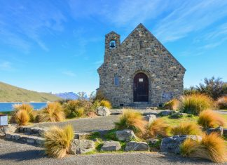 Die Church of the Good Shepherd am Lake Tekapo liegt westlich der Flussmündung am Pioneer Drive und ist äußerst fotogen  - © FRASHO / franks-travelbox