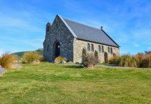 Die Church of the Good Shepherd in Tekapo ist dank ihrer atemberaubenden Lage eine der meistfotografierten Kirchen Neuseelands  - © FRASHO / franks-travelbox