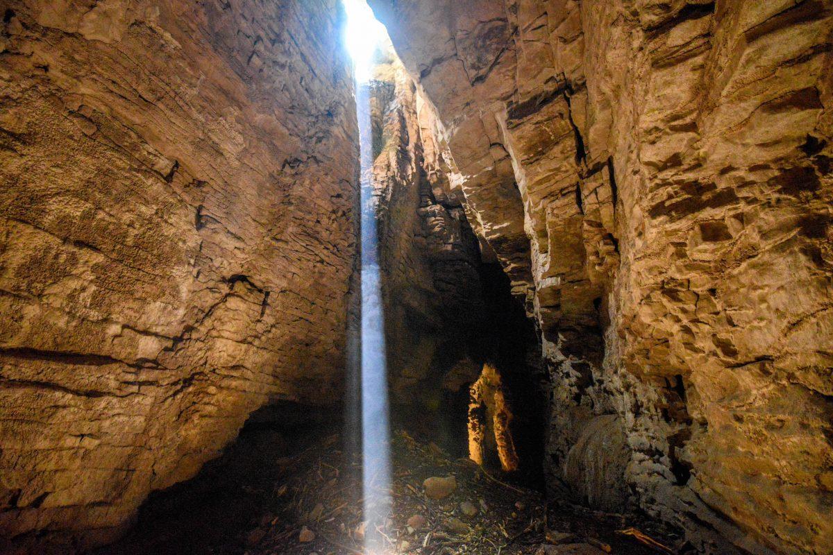 Die Glühwürmchen-Höhlen von Waitomo können mit unterirdischen Seen und Flussläufen, Tropfsteinen und spektakulären Hallen aufwarten, Neuseeland - © FRASHO / franks-travelbox