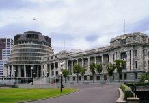 Das Parlamentsgebäude in der neuseeländischen Hauptstadt Wellington besticht durch seine außergewöhnliche Architektur aus Moderne und Klassik - © ezk / franks-travelbox