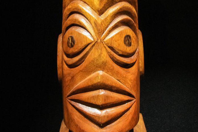 Im neuseeländischen Te Papa Tongarewa Nationalmuseum in Wellington wird die Kultur der Maori vorgestellt, Neuseeland - © Sam DCruz / Shutterstock