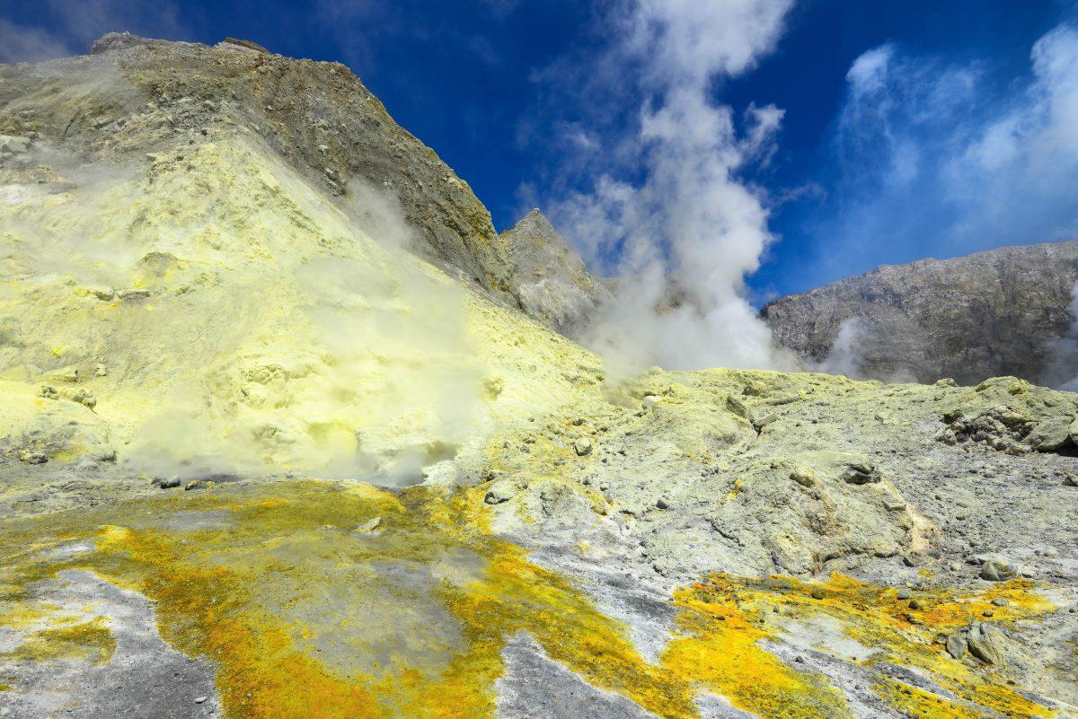 White Island vor der Nordküste Neuseelands bietet die perfekte Möglichkeit, einen aktiven Vulkan ohne langwierige Anreise aus nächster Nähe zu erleben - © FRASHO / franks-travelbox