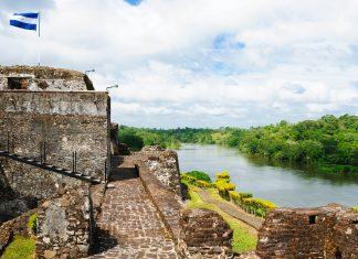 Das Castillo de la Inmacualada Concepción ist eine mächtige Festung der spanischen Eroberer am Rio San Juan im Südosten Nicaraguas - © Rafal Cichawa / Shutterstock