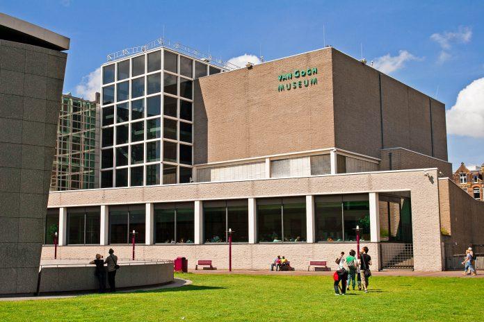 Das Van Gogh Museum in Amsterdam ist das Kunstmuseum mit den meisten Van Gogh-Werken der Welt unter einem Dach, Niederlande - © Ivica Drusany / Shutterstock