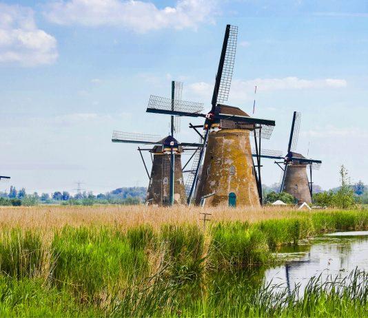 Um das unter dem Meeresspiegel gelegene Sumpfgelände zu entwässern wurden 1722 bis 1761 insgesamt 19 Windmühlen erbaut, Kinderdijk, Niederlande - © Colette / Fotolia