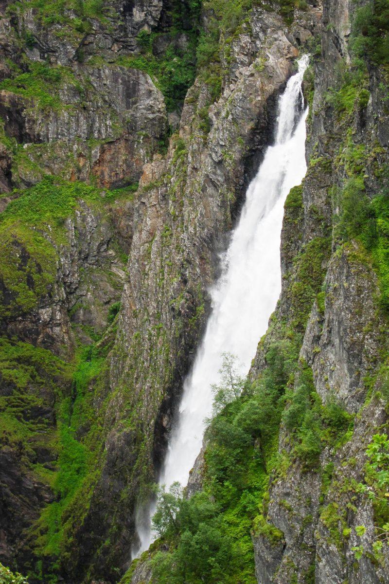Der Wasserfall Vøringfossen ist der meistbesuchte Wasserfall in Norwegen und hat eine gewaltige Fallhöhe von 183 Metern - © FRASHO / franks-travelbox