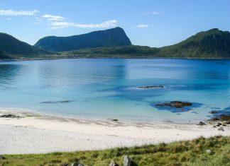 """Die Lofoten an der Westküste von Norwegen liegen ca. 100 - 300 Kilometer nördlich des Polarkreises, also etwa auf der """"Höhe"""" Grönlands - © FRASHO / franks-travelbox"""