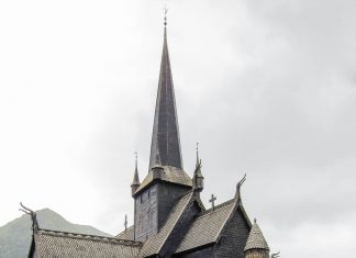 Die Stabkirche in Lom ist kein Museum, sondern wird nach wie vor als Ortskirche genutzt. Dies sollte man bei einem Besuch in Erinnerung behalten, Norwegen - © FRASHO / franks-travelbox