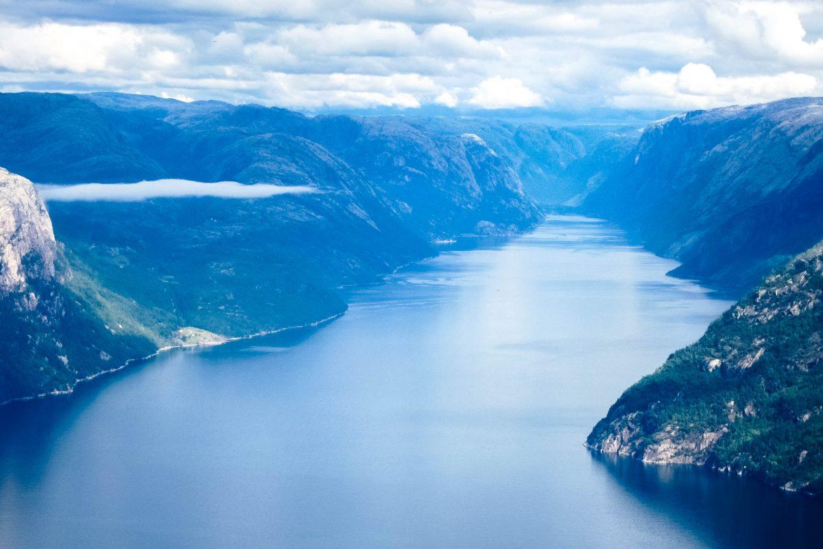 Fantastischer Ausblick auf den Lyserfjord in Norwegen kurz vor dem Preikestolen - © FRASHO / franks-travelbox