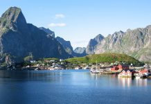 Panorama auf den Lofoten, einer landschaftlich beeindruckenden Inselgruppe aus ca. 80 Inseln an der Westküste Norwegens - © FRASHO / franks-travelbox