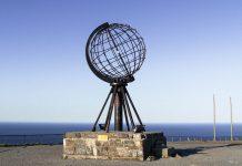 Seit 1978 markiert die Plastik einer Weltkugel das Nordkap, ein Symbol des globalen Treffpunkts am Ende der Welt, Norwegen - © boje10 / Fotolia
