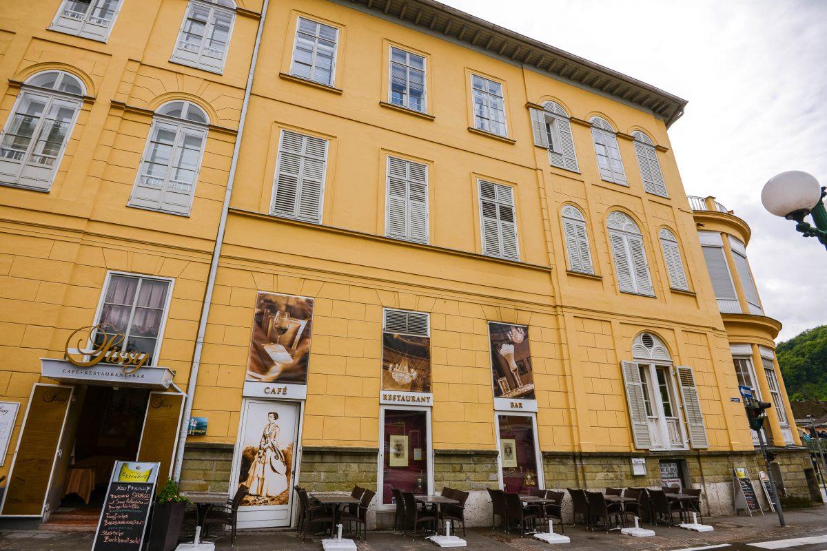 Im Café Sissy im Hotel Elisabeth in Bad Ischl kann man seinen Espresso im Flair des 19. Jahrhunderts genießen, Österreich - © James Camel / franks-travelbox