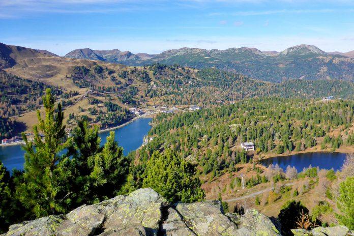 Blick auf den Turracher See und den Schwarz-See auf der Turracher Höhe im Süden Österreichs - © Lila Pharao / franks-travelbox