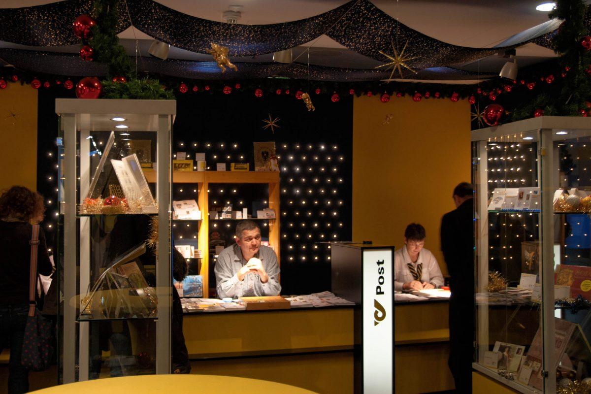 Am Postamt in Christkindl in Oberösterreich kann die Weihnachtspost direkt vom Christkind verschickt werden - © James Camel / franks-travelbox