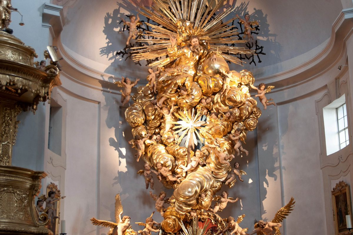 Hochaltar der Wallfahrtskirche von Christkindl, die 1709 eingeweiht wurde, Österreich - © James Camel / franks-travelbox