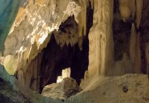 Die Ötscherhöhlen in den Ybbstaler-Alpen bilden ein fantastisches Labyrinth aus Hallen, Tunneln und Klüften, Österreich - © James Camel / franks-travelbox