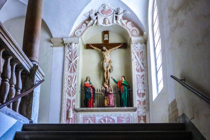 Der Innenraum der Stiegenkirche in Graz kommt ganz ohne Pomp und Prunk aus, Österreich - © Lila Pharao / franks-travelbox