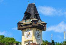 Mit 123 Metern Höhe ist der Schlossberg mit dem bekannten Uhrturm, dem Wahrzeichen von Graz, der höchste Punkt der Stadt, Österreich - © photo 5000 / Fotolia