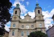 Als Hauptkirche der Diözese Innsbruck und Teil des Tiroler Jakobsweges thront der Dom zu St. Jakob am östlichen Innufer, Österreich - © Lila Pharao / franks-travelbox