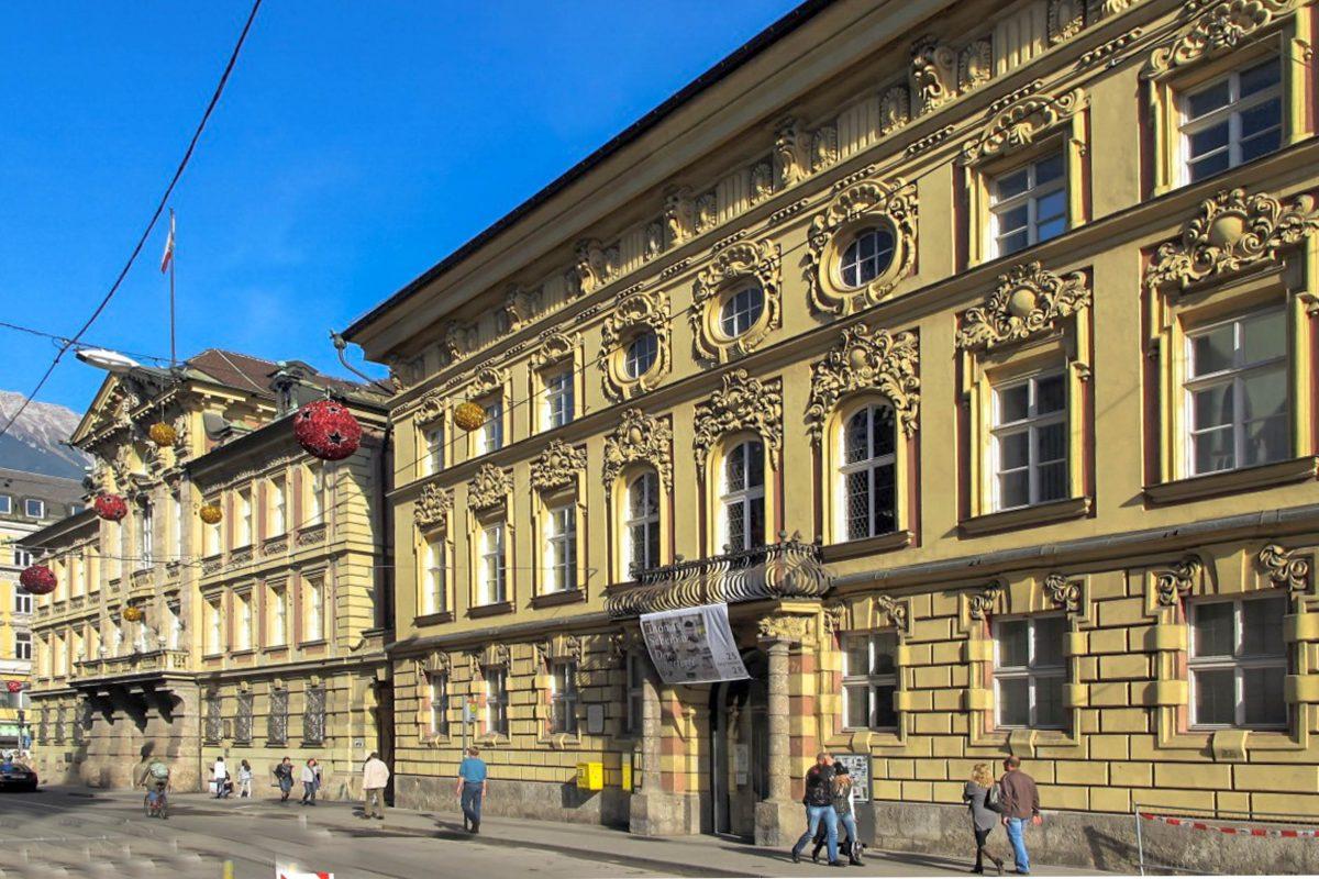 Das Alte Landhaus und das Palais Fugger-Taxis zählen zu den prächtigsten Barockbauten von Innsbruck, Österreich - © Bbb CC BY-SA3.0/Wiki